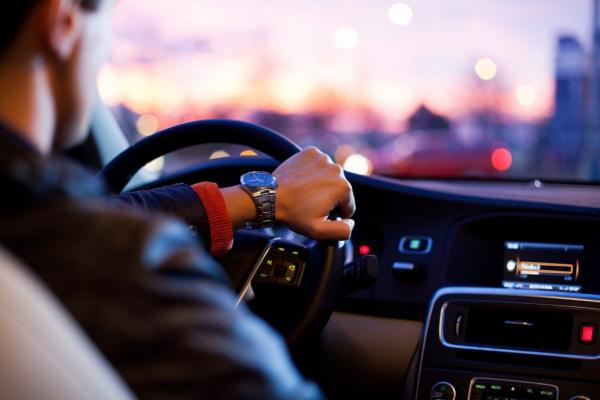 Noleggio con conducente, 600 aziende locali da valorizzare. Gli appalti al massimo ribasso danneggiano l'economia