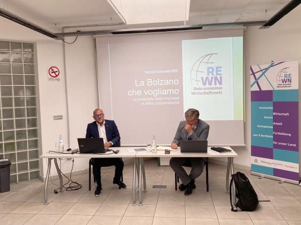 """Elezioni comunali. """"La Bolzano che vogliamo. Le proposte di imprese e cooperazione"""". Ecco il documento elaborato da Rete Economia-Wirsctahfsnetz. Illustrato al candidato sindaco Zanin"""